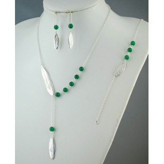Sterling silver unparallel chain necklace, 42 cm around the neck with big olive leaf on 1 side & 5 green jade stone on the other side, with 9cm hanging chain, 1 Green Jade and olive leaf.